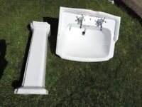 Traditional White Bathroom Ceramic Basin with Pedestal and Tapes