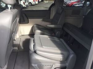2009 Chrysler Town & Country Touring with Leather London Ontario image 10