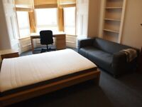 MORNINGSIDE 2 DOUBLE BEDROOM FLAT WITH LOUNGE