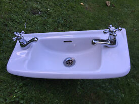 Villeroy and Bosch Ceramic cloakroom wall mounted sink