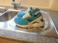 Nike hyratches size 4 and half