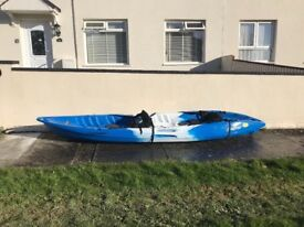 Kayak tandem with life jackets and paddle