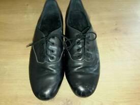 Tap shoes. Capezio TeleTone size 6 1/2. unisex