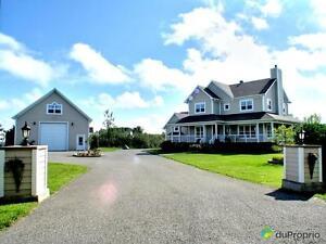 795 000$ - Maison 2 étages à vendre à Magog