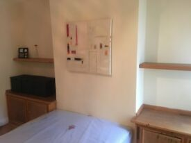 Tooting Broadway | Large double rooms available