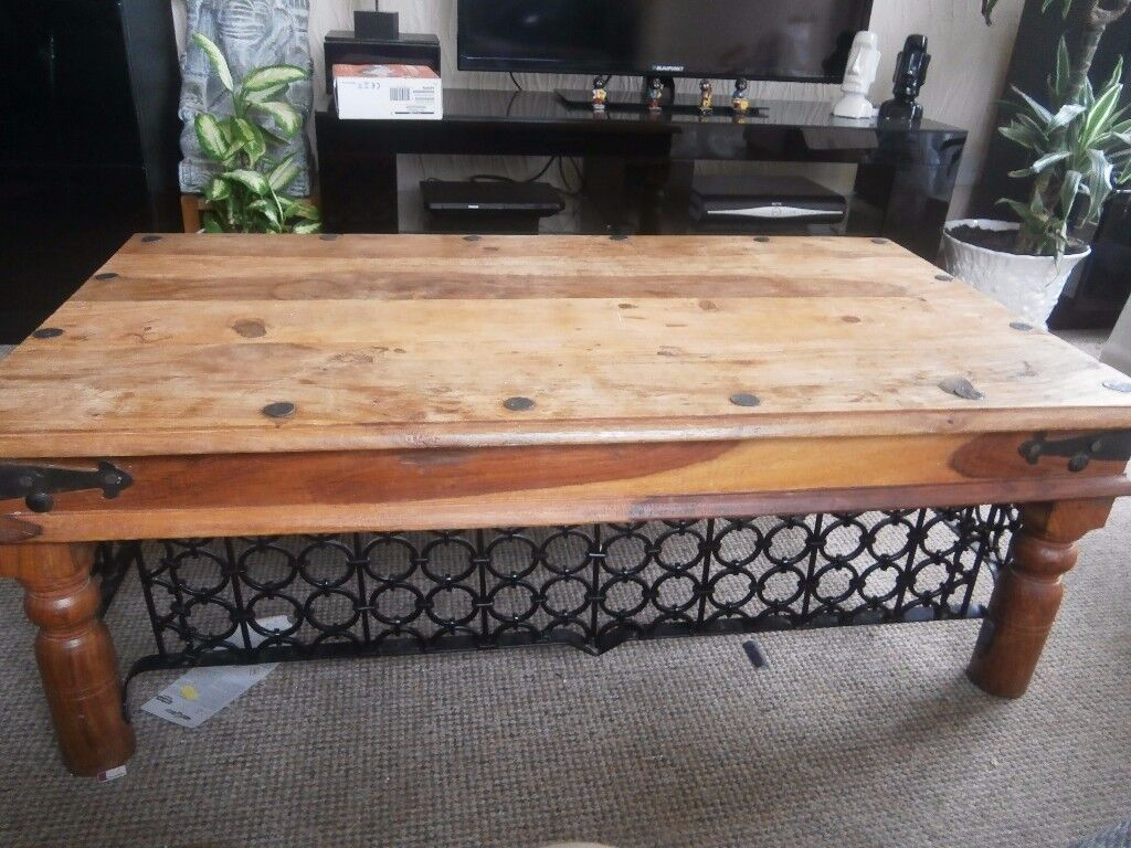solid wood coffee table in great condition