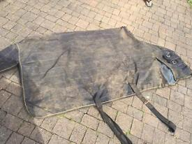 Loveson 6ft turnout rug.