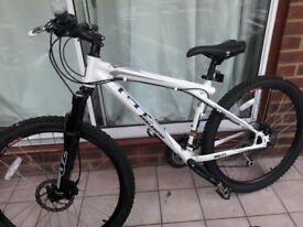 GT Avalanche 1.0 (high spec GT Mountain bike) - Excellent condition - 27 gears, size small