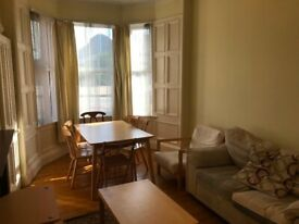 Fabulous 2 bedroom main door property close to Edinburgh Uni, available NOW, £1050 per month