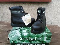 Black leather protective work boots size 5/38