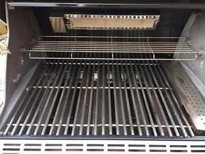 Barbecue for sale (Summit Gas Grill Natural Gas/Weber)