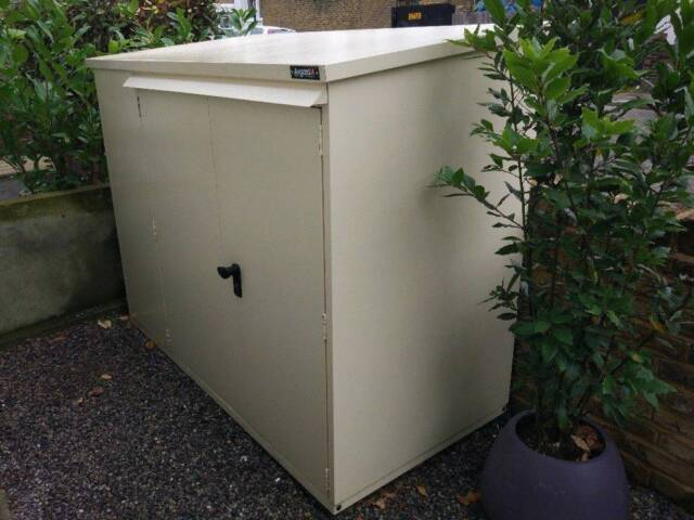 4f07f01ae61 Asgard Addition Metal Bike Shed - Room for 3 Adult Bikes - Used - RRP £500