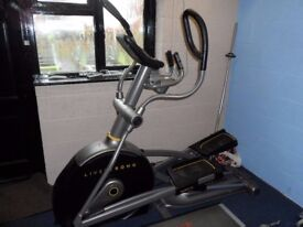 Incline Cross Trainer Livestrong 129e