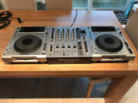 Pioneer CDJ-850 Pair + DJM-700 Mixer - Silver - Mint condition
