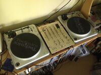 2 x Vestax PDX-2000 Direct Drive Turntables and Vestax PCV-275 Mixer