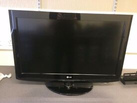 "LG 32LC2RA 32"" 720p HD LCD Television - No Remote"