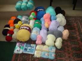 Huge bag of wool multiple colours, many still in wrapper, up to 500gm balls