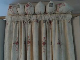 4 SINGLE WIDTH LINED CURTAINS 209CM LONG130CM WIDE cream background