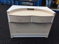 Chest of solid wood draws