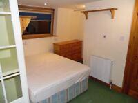 Lovely EN-SUITE room in ZONE 3| GARDEN & lIVING ROOM | EASY MOVE-IN