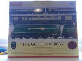 """Hornby """"the golden arrow"""" R2369"""