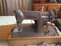 Vintage Singer Sewing Machine in Excellent Condition