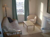2 bedroom flat in South Lambeth Road, London, SW8 (2 bed)