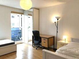 2 sharers or Friend in a Newly painted and furnished Flat. INTERNET 110 MBPS, NO FEES, LOW DEPOSIT.