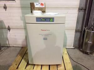 Incubateur de laboratoire Thermo Forma au Co2 model 3110 - Thermo Forma model 3110, CO2 laboratory incubator