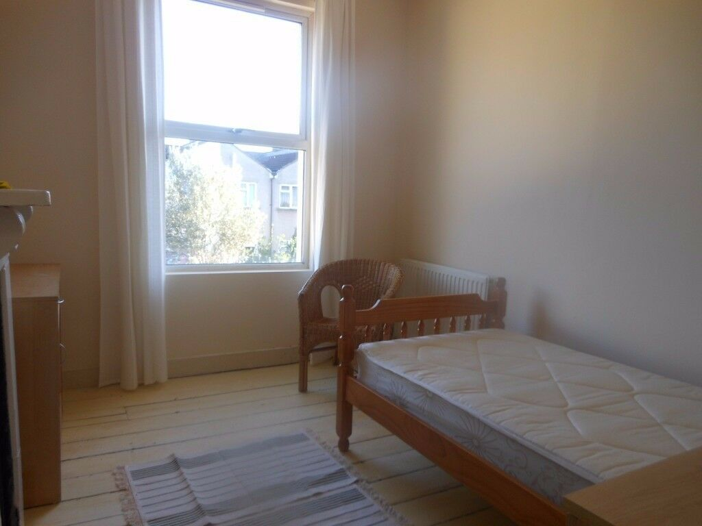 Room available, 10 min walk from Cabot Circus