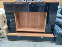 LOVELY WOODEN TV STAND IN EXCELLENT CONDITION WITH DRAWERS