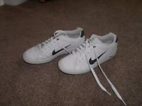 Mens Nike trainers size 10 (White)