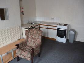 bedsit furnished ground floor (single)