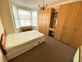Spacious prime location 3 bedrooms Flat near Seven Kings Station