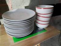 X12 dinner plates and x5 bowls