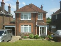 4 bedroom house in East Meads, Guildford, GU2 (4 bed) (#862987)
