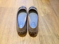 Tod's flat ballerina shoes - mint conditions - size 5 UK- 38 EU