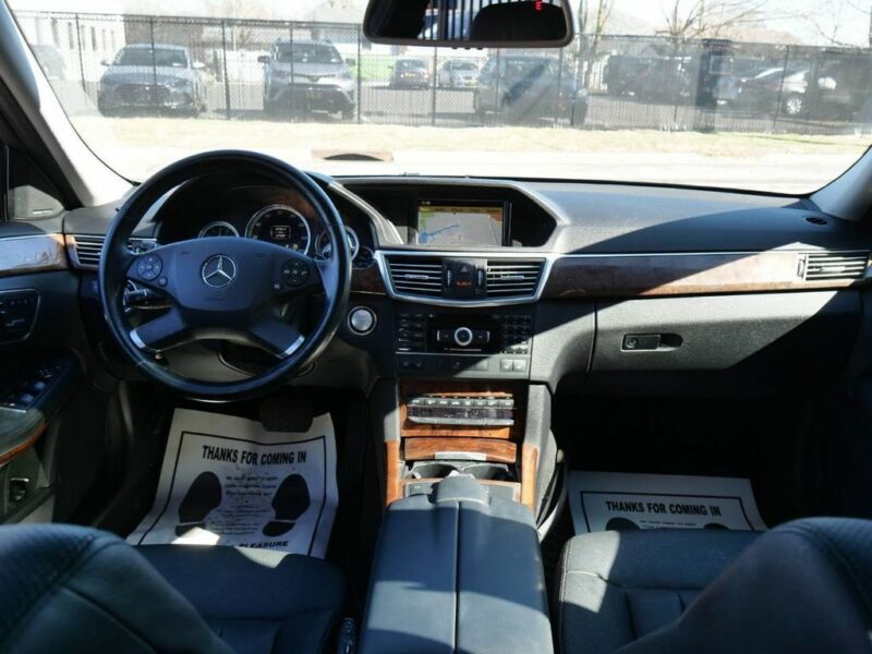 Image 2 Voiture Européenne d'occasion Mercedes-Benz E-Class 2011