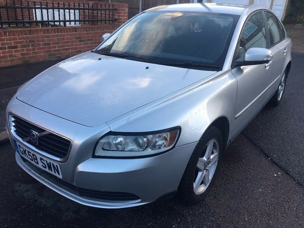 VOLVO S40 1.6 Low insurance. Reliable car. No dents No marks.
