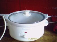 A Cook work slow cooker for sale in white Two setting low or high £5