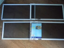 Adjustable Window Screen (perfect in an house with pets)