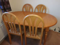 Dining Room Table & 4 Chairs - Extending