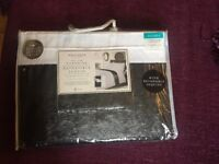Quality Opulence luxury bedding, duvet set, double reversible sequins black & silver, New in pack