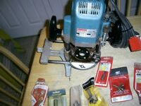 """MAKITA 3612BR 1/2"""" ROUTER 240V WITH 3/8-1/4 COLLETS AND LOADS OF BITS"""