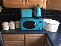 Microwave, kettle, toaster, bread bin & canastars