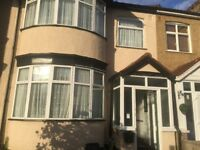 SPACIOUS 4/5 BEDROOM TO LET IN CHADWELL HEATH RM6 5TU!!!! CLOSE TO LOCAL AMENITIES!!!