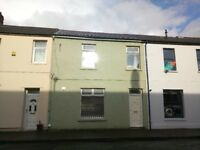 Warm large 4 bed house or room to rent on Elm St. 10 minute walk to town.