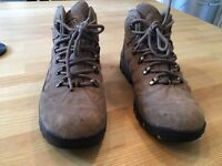 Hi Tec walking boots size 5 good condition.