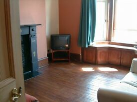 2 bedroom flat. Sunny and freshly painted. Near Aberdeen University