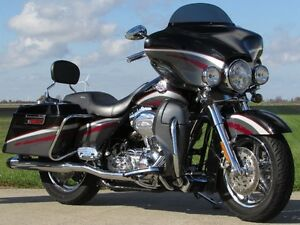 2006 harley-davidson FLHTCUSE4 CVO Ultra Classic Electra Glide   London Ontario image 5